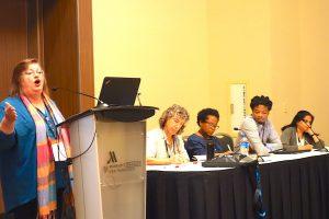 Mandi Smallhorne mit Panel aus Afrika, Indien, Lateinamerika (c) Goede